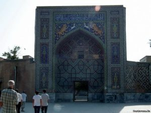 Портал мечети Надир Диван Беги