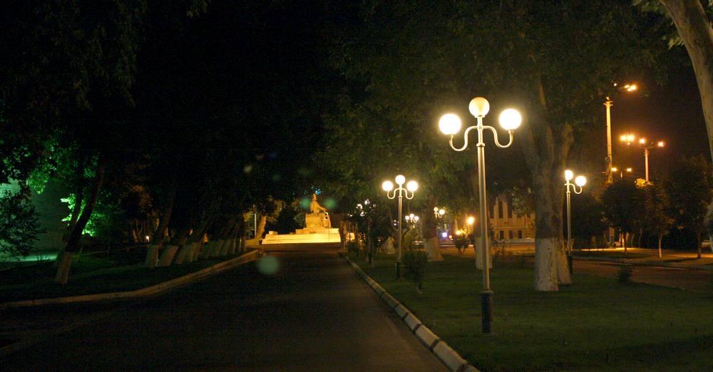 """Бульвар """"Абрамова"""" и памятник. Самарканд. 2011"""