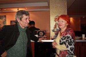 На открытии выставки. Баят Мухтаров и Юлия Сырцова