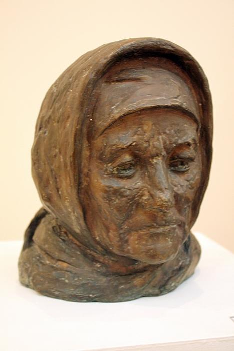 Эсанов Туркман. Портрет матери Шархрибону. 1987. Бронза