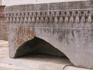 Пустотелый надгробный камень-1