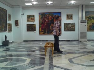 Экспозиция выставки А. Н. Волкова вмузее И. В. Савицкого в Нукусе-3