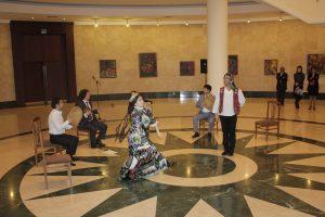 Открытие выставки. Песни и танцы.
