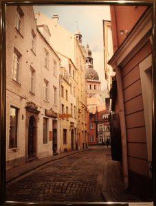 Рига, Латвия. Маленькая улица в старом городе.