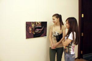 На выставке -8