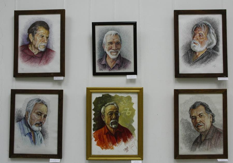 Серов Г. Экспозиция портретов