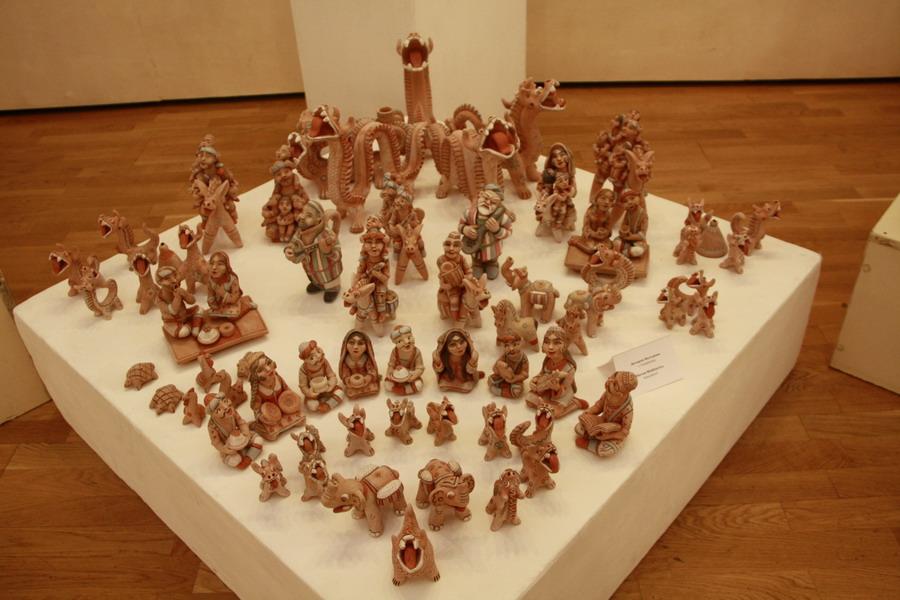 Дилором Мухтарова. Экспозиция крамической игрушки.