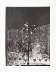 Древние двери.