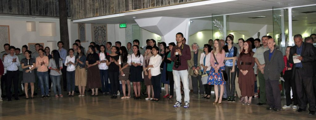 На открытии выставки «Мир внутри тишины» в ГМИ