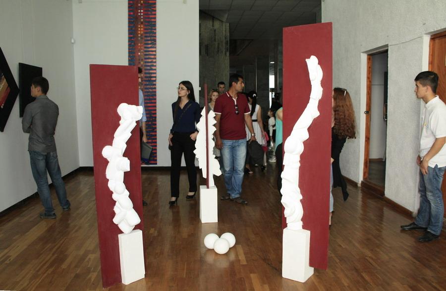 На выставке «Мир внутри тишины». (6)