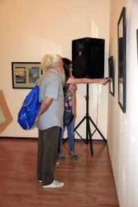 На выставке 3