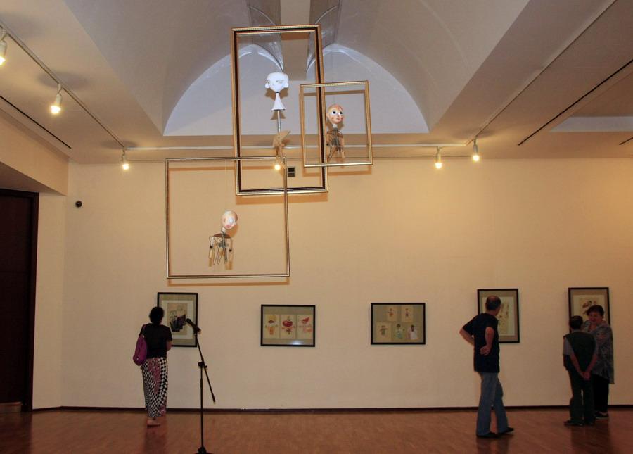 На выставке Виниамин Акудина. Экспозиция