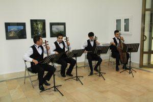 muzykalnoe-soprovozhdenie-vystavki