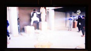 unichtozhenie-islamistami-skulptury-v-muzee-sirii-3