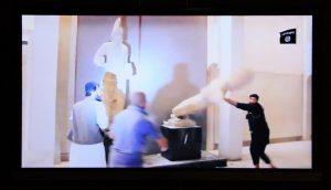 unichtozhenie-islamistami-skulptury-v-muzee-sirii-5