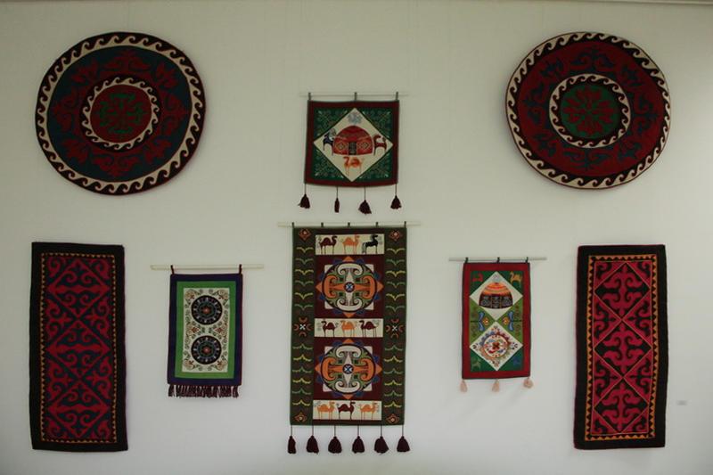 Джуманиязова М. Изделия из войлока.