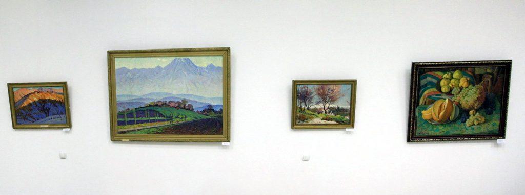 Экспозиция картин Богодухова Константина