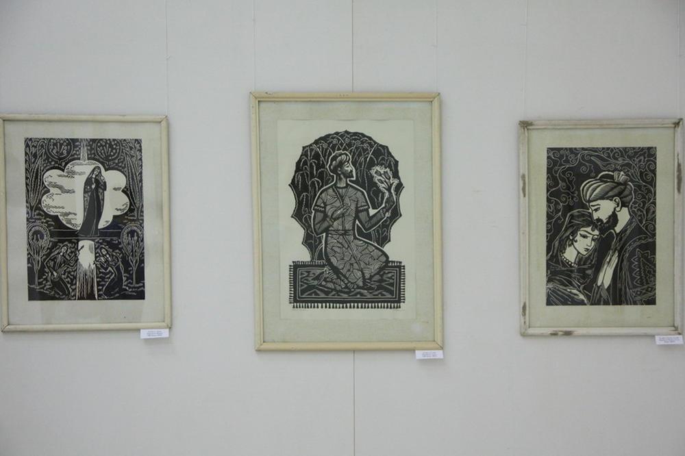 Паршин В. Экспозиция картин.