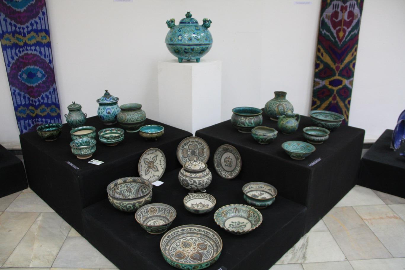 Изделия Алишера Назирова. Узбекистан. Риштан