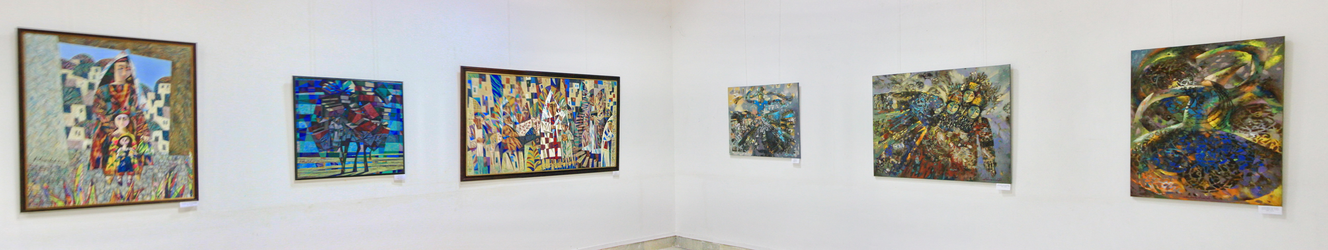 Экспозиция картин. Х. Зияханова и Ш. Абдумаликова