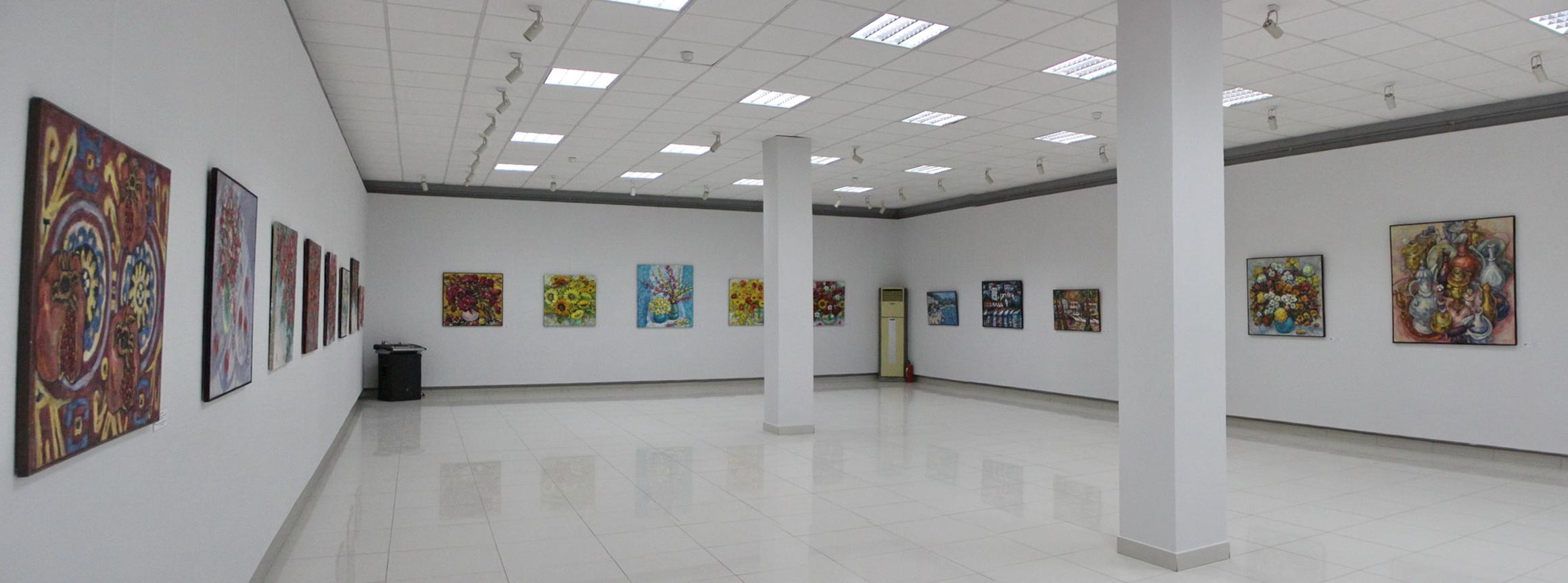 Зал с экспозицией работ Оксаны Залевской.