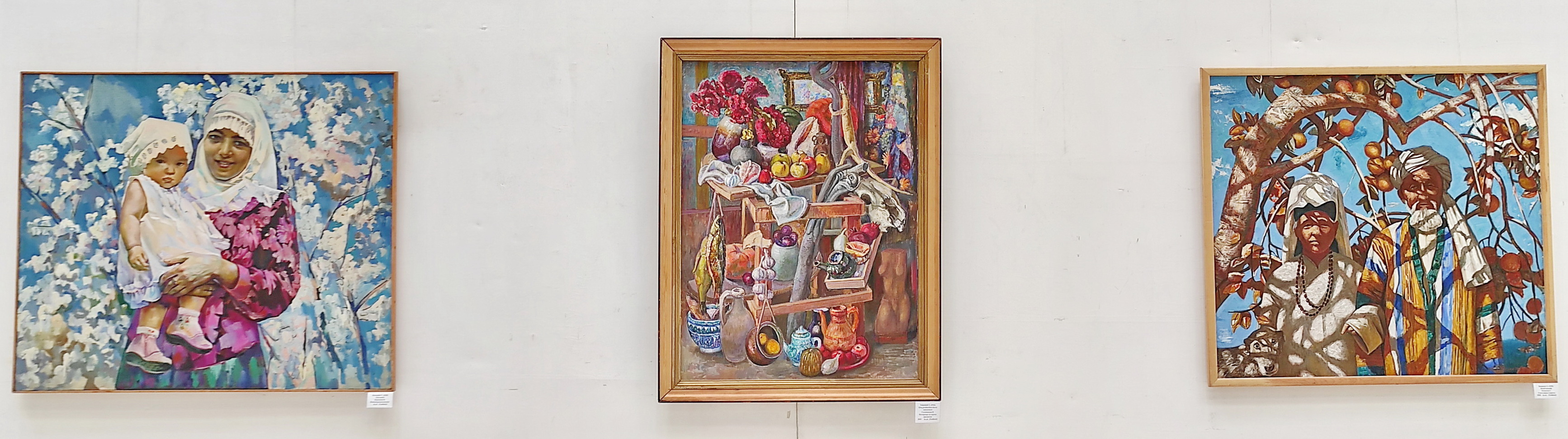 Экспозиция картин. Центральная. 1 этаж